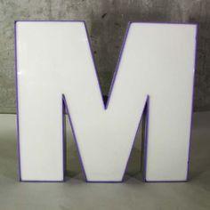 Vintage. Buchstabe - M - zur Dekoration. / Tipografía vintage. Letra - M - mayúscula para decoración. / Big vintage sign letter - M - for decoration. 1970 - 1975.