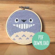 He encontrado este interesante anuncio de Etsy en https://www.etsy.com/es/listing/181815501/totoro-studio-ghibli-cross-stitch