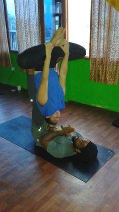 Acroyoga workshop in the 200 hours Yoga Teacher Training Course #acroyoga #yoga #acro #partneryoga #flyingbat #bat #teachertraining