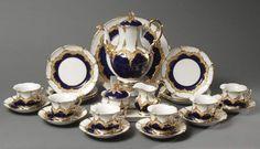 Prunk-Kaffeeservice, Porzellan, partiell kobaltblau glasiert und goldfarben bemalt, Meissen, 20. Jhd — Porzellan