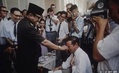 Just don't be cheeky with Sukarno or he'll pinch your nose! Rare Images, Historical Pictures, Founding Fathers, Role Models, My Idol, Vintage Photos, Famous People, Presidents, The Past