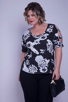 Blusa floral plus preto pp ladies tops /blouses платья, блуз Curvy Fashion, Plus Size Fashion, Plus Size Beauty, Plus Size Model, Blouse Patterns, Refashion, Fashion Outfits, Womens Fashion, Pattern Fashion