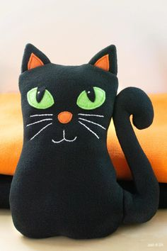 Download my free cat plush sewing pattern. Makes a great beginner sewing project. Animal Sewing Patterns, Sewing Patterns Free, Free Sewing, Pattern Sewing, Bear Patterns, Doll Patterns, Stuffed Animal Cat, Stuffed Animal Patterns, Stuffed Animals