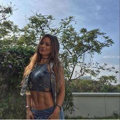 Embarque ✈️com a @alicematoss e acompanhe o LabellamafiaWorldtour direto da Colômbia e Venezuela. . Adicione IAMLABELLAMAFIA  e confira os Bastidores dessa viagem. . #labellamafia #labellamafiaworldwide #labellamafiaworldtour