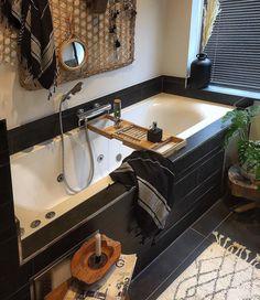 Inspiratie badkamer met ligbad Corner Bathtub, Interior Design, Bathroom, Instagram, Nest Design, Washroom, Home Interior Design, Interior Designing, Full Bath