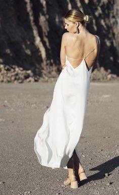 Vestido de novia sencillo. Modelo Lunance geométrico. Encuéntralo en Womance.es