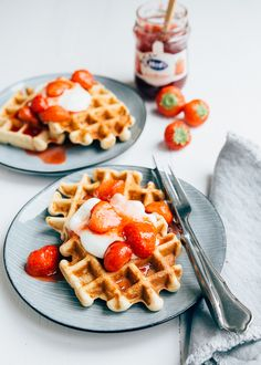 Yes I have a nice breakfast recipe for you! This one cottage cheese waffles are delicious. They are super airy, very easy to make and [. Fodmap Breakfast, Breakfast Waffles, Pancakes And Waffles, Best Breakfast, Breakfast Recipes, Fluffy Waffles, Cheese Waffles, Cottage Cheese, Food Cravings