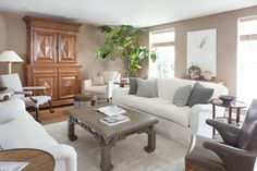 Traditional living in neutral color scheme and featuring furniture from Rose Tarlow Melrose House Melrose House, Rose Tarlow, Interior Design Portfolios, Neutral Color Scheme, Transitional Living Rooms, Best Interior, Living Room Interior, House Rooms, Contemporary Furniture