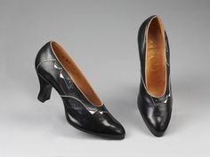 Belgium - Pair of shoes by W. Barratt & Co. - Glacé kid leather, lined with leather 1930s Shoes, Vintage Shoes, Pumps, Heels, Leather Shoes, Loafers, Lady, Belgium, Collection