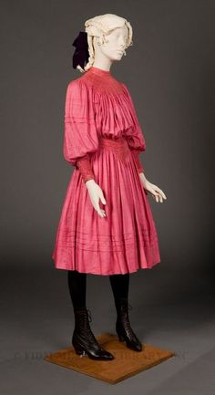 Day dress Attributed to Liberty & Company, London The cut of the dress is gorgeous 1890s Fashion, Edwardian Fashion, Vintage Fashion, Steampunk Fashion, Vintage Beauty, Gothic Fashion, Victorian Children's Clothing, Antique Clothing, Victorian Dresses