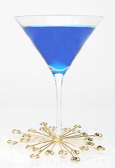 winter chill cocktail 1 ounce blue Curaçao      1 ounce lime juice      1 ounce triple sec      Ice    Preparation        Combine ingredients with ice in a      shaker.      Shake vigorously and strain into      martini glass.