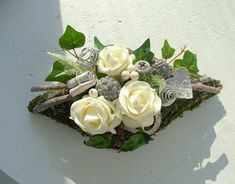 Funeral Flower Arrangements, Funeral Flowers, Floral Arrangements, Black Flowers, Diy Flowers, Driftwood Crafts, How To Preserve Flowers, Wooden Decor, Arte Floral
