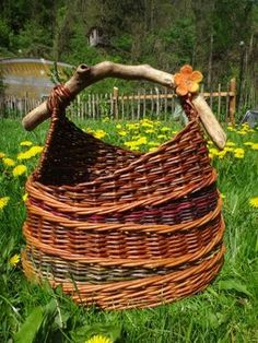 Korb Shop - Basket and Crate Basket Weaving Patterns, Willow Weaving, Paper Weaving, Weaving Projects, Paper Basket, Basket Decoration, Handicraft, Wicker, Diy And Crafts