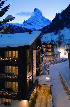 #Zermatt Snow .... #HotelSonne  #Switzerland  www.booking.com/hotel/ch/sonne-zermatt.en-gb.html?aid=305842&label=pin