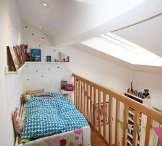 Umbau Kinderzimmer, Einbau 2. Ebene, Schlafebene (Hochbett), Bildleiste, Bücher, bunk bed