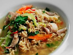 Kyllingsuppe Norwegian Cuisine, Norwegian Food, Scandinavian Food, Cooking Recipes, Healthy Recipes, Healthy Food, Slow Cooker Soup, Japchae, Thai Red Curry