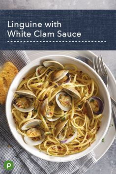 Linguine with White Clam Sauce - Publix Aprons Recipes Fish Recipes, Seafood Recipes, Cooking Recipes, Healthy Recipes, Seafood Dishes, Pasta Dishes, Sauce Gnocchi, Publix Aprons Recipes, White Clam Sauce