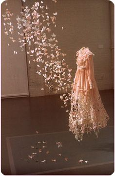 Google Image Result for http://3.bp.blogspot.com/-N-w8p2vFa6E/TueYu6MjTZI/AAAAAAAAFKQ/8Bmd2DOlwA4/s1600/butterfly-dress-1.jpg
