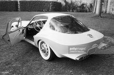 News Photo : The Car Of Designer Raymond Loewy. Vintage Cars, Retro Vintage, Bmw 507, Raymond Loewy, Engin, Future Car, Automotive Design, Consumer Products, Concept Cars