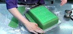 How to Decorate a perfect soccer field/football pitch cake « Cake Decorating