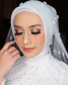 Kebaya Wedding, Muslimah Wedding Dress, Hijab Wedding Dresses, Hijab Bride, Wedding Veils, Wedding Poses, Bridal Hijab, Wedding Day Makeup, Bridal Makeup Looks