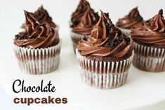 Oreo stuffed chocolate cupcakes with dark chocolate ganache frosting. Decadent cupcakes with hidden oreo & topped with chocolate ganache! Double Chocolate Muffins, Chocolate Mint Cookies, Chocolate Lava Cake, Chocolate Strawberries, Healthy Chocolate, Chocolate Flavors, Chocolate Recipes, Chocolate Delight, Chocolates