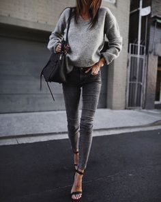 herbst outfit idea_grey pullover skinny jeans heels tasche Source by Skinny Jeans Heels, Jeans With Heels, Grey Skinny Jeans Outfit, Black Skinnies, Skinny Jean Outfits, Skinny Jeans Style, Black Pants, Mode Outfits, Fall Outfits