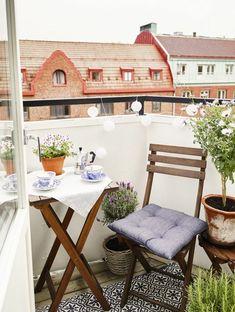 Small Apartment Patio Decor Tiny Balcony Outdoor Spaces: No Longer a Mystery - homeknicknack Small Balcony Design, Tiny Balcony, Outdoor Balcony, Outdoor Decor, Balcony Ideas, Outdoor Living, Modern Balcony, Small Balconies, Outdoor Rugs