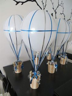 DIY Air Balloon Centerpieces for Travel Themed Wedding ‹ Cicy Guimond Keep this idea in mind for a shower - 20 Lovely Diy Balloon Centerpieces Ideas Shower Party, Baby Shower Parties, Baby Shower Themes, Baby Shower Decorations, Shower Ideas, Table Decorations, Centerpiece Ideas, Diy Decoration, Shower Favors