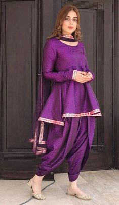 Indian Fashion Tips .Indian Fashion Tips Pakistani Frocks, Simple Pakistani Dresses, Pakistani Fashion Casual, Pakistani Dress Design, Pakistani Outfits, Indian Outfits, Indian Fashion, Pakistani Bridal, Punjabi Fashion