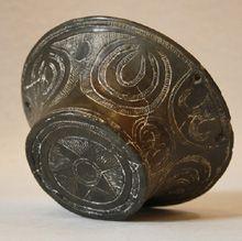 Il Neolitico Recente Sardo (3.500-2.900 a.C.), conosciuto come Cultura di Ozieri, pisside