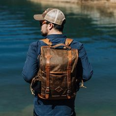 The Dakota Vintage Commuter Backpack: built to last a lifetime, both on your back or in your hand. Plus, it's made with waxed canvas for a laid-back style. Waxed Canvas Bag, Canvas Leather, Canvas Bags, Distressed Leather, Tan Leather, Leather Bags, Vintage Backpacks, Camping Style, Best Gifts For Men