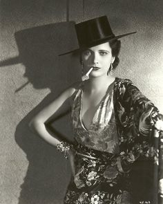 One of the most famous movie stars from the century. Kay Francis was the Queen of Hollywood in the and one of the first fashion icons in American history. Mode Vintage, Vintage Love, Vintage Beauty, Vintage Photos, Vintage Ladies, Old Hollywood Glamour, Golden Age Of Hollywood, Classic Hollywood, Hollywood Fashion