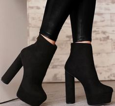 Teen Fashion Outfits, Black Ankle Boots, Look, Wedges, Hairstyle, Heels, Instagram, Ladies Accessories, Women's Work Fashion