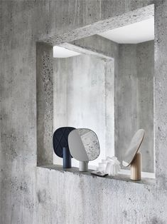 Scandinavian interior inspiration from Muuto: Mimic Mirror brings new perspectives to the traditional table mirror by having a sculptural expression, making it both an object of decoration and use. Wall Mirrors With Storage, Wall Mirrors Entryway, Black Wall Mirror, Rustic Wall Mirrors, Round Wall Mirror, Table Mirror, Mirror Bedroom, Console Tables, Mirror Mirror
