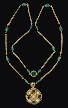 A BYZANTINE GOLD, SAPPHIRE, EMERALD, GARNET AND PEARL PENDANT ON A GOLD AND EMERALD CHAIN - CIRCA 6TH-7TH CENTURY A.D.