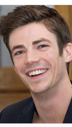 Grant is perfect💚 O Flash, Meg Donnelly, Star Labs, The Flash Grant Gustin, Supergirl And Flash, Man Alive, Cute Guys, Fangirl, Tv Shows