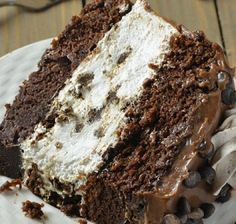 Oreo Cheesecake Chocolate Cake, so decadent chocolate cake recipe. Oreo cheesecake sandwiched between two layers of soft, rich and fudgy chocolate cake. Chocolate Oreo Cheesecake Recipe, Chocolate Oreo Cake, Decadent Chocolate Cake, Chocolate Desserts, Cookie Cheesecake, Chocolate Lovers, Just Desserts, Dessert Recipes, Cupcake Recipes
