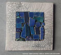 laure bruas - tableau céramique - 25x25 cm - été bleus cadre raku bouteille