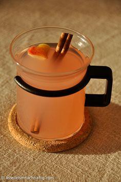 Ein ganz einfaches, leckeres Rezept für die Verwertung von Apfelresten. Mach' Dir ganz schnell einen erfrischenden Saft aus Apfelschalen.