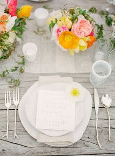Pretty boho chic floral place setting.  Photo by KT Merry Photography. www.wedsociety.com  #wedding #placesetting