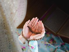 Taqibaat of Salat. There are many recommended prayers in Islam which are determined by Imams to pure human's spirit and reaching to Allah more and better I Muslim, Anime Muslim, Muslim Girls, Muslim Ramadan, Arab Girls, Muslim Couples, Islamic Images, Islamic Pictures, Islamic Quotes