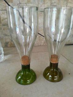 Empty Wine Bottles, Wine Bottle Art, Pop Bottles, Recycled Bottles, Recycled Glass, Glass Bottles, Wine Glass Crafts, Wine Bottle Crafts, Beer Bottle Glasses