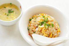 ¡El arroz chino es muy sabroso! Y como es el plato favorito de muchos, aquí en ElGranChef no nos alcanza con brindarte una sola receta: te traemos varias recetas de arroz chino para que prepares la que más te guste. Una es la receta básica por si quieres que sea la guarnición de otro plato y la otra es una receta