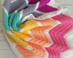 Crochet baby blanket chevron baby blanket gray and yellow Easy Knit Baby Blanket, Chevron Baby Blankets, Crib Blanket, Rainbow Bedding, Rainbow Nursery Decor, Rainbow Crochet, Crochet Baby, Crochet Ripple, Crochet Quilt