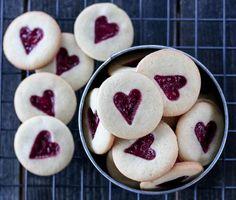 BRINGEBÆRKJEKS | TRINES MATBLOGG Christmas Baking, Doughnut, Cheesecake, Food And Drink, Pudding, Cookies, Desserts, Recipes, Yummy Yummy