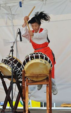 Japanese Drums: Awesome shot, I've played these, but nothing like that.. :)