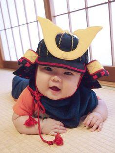 フェルトの兜 Diy Baby Gifts, Baby Crafts, Cute Crafts, Crafts To Make, Baby Kids Clothes, Diy Clothes, Sewing For Kids, Diy For Kids, Japanese Babies