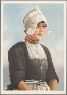 Portret van een meisje in dracht met hul en bloedkoraalsnoer. 1950-1960 #NoordHolland #Volendam
