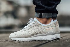 Asics is adding subtle pops of rose gold to the Gel-Lyte III to start December. In addition to the black colorway that we recently posted, the pack also in